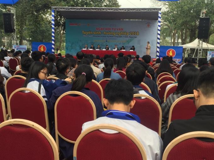 Ngày hội thu hút sự chú ý đông đảo của các bạn học sinh, sinh viên.