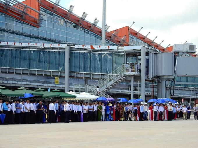 Rất đông người có mặt tại sự kiện quan trọng diễn ra tại huyện Vân Đồn, là một trong ba Đặc khu kinh tế quan trọng của cả nước trong tương lai.