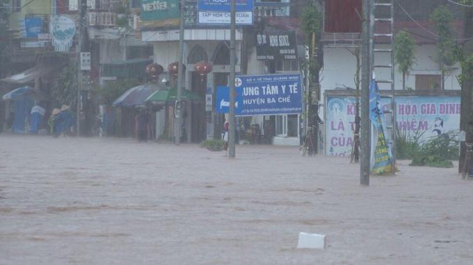 Nhiều khu vực trên địa bàn huyện Ba Chẽ bị ngập sâu trong nước.