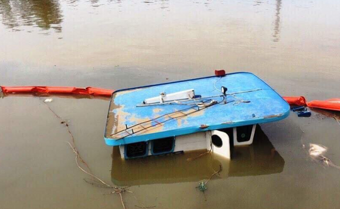 Hiện trường nơi sà lan bị chìm khiến một thuyền viên tử nạn.