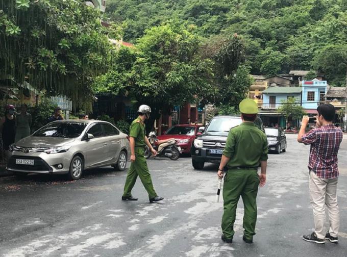 Lực lượng an ninh có mặt tại khu vực nhà ông Vũ Trọng Lương.
