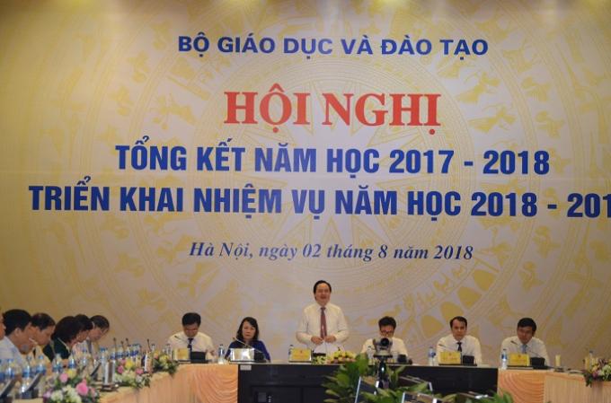 Bộ Trưởng Phùng Xuân Nhạ chủ trì Hội nghị.