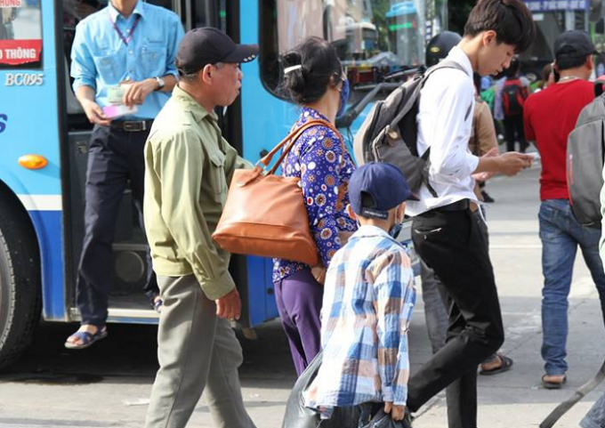 Hành lý mang theo trong chuyến vê quê nghỉ lễ.