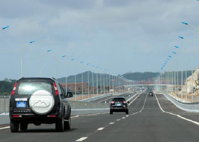 Tuyến cao tốc gồm 4 làn xe chạysẽ rút ngắn thời gian di chuyển từ Hà Nội về Hạ Long.