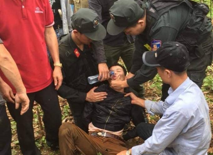 Đối tượng Lèo Văn Hoàng bị lực lượng chức năng bắt giữ.