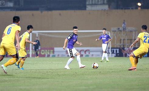 Quang Hải đã chơi xuất sắc, giúp Hà Nội FC vô địch sớm 5 vòng. T.N