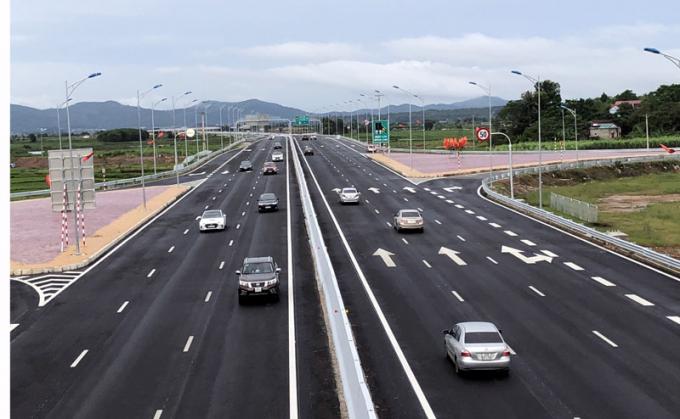 Tuyến đường Cao tốc Hạ Long - Hải Phòng đưa vào khai thác đã làm thay đổi bộ mặt hạ tầng giao thông, đồng thời tạo động lực cho phát triển kinh tế-xã hội.