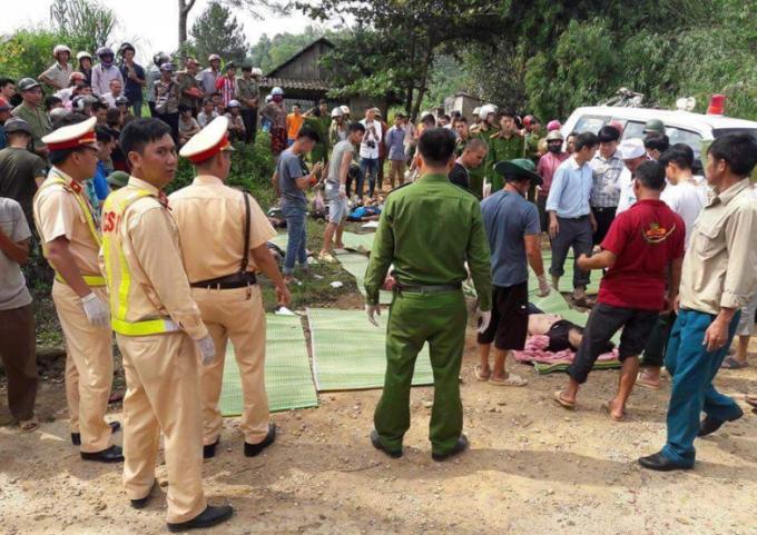 Hiện trường cứu hộ trong một vụ tai nạn giao thông đặc biệt nghiêm trọng tại Lai Châu, khiến hơn 10 người thiệt mạng xảy ra trong ngày 15/9 vừa qua.