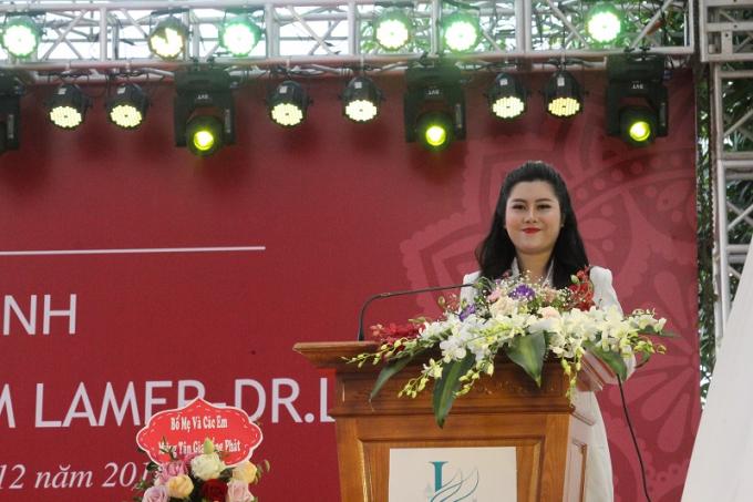 Bà Đỗ Kim Yến phát biểu tại buổi lễ.