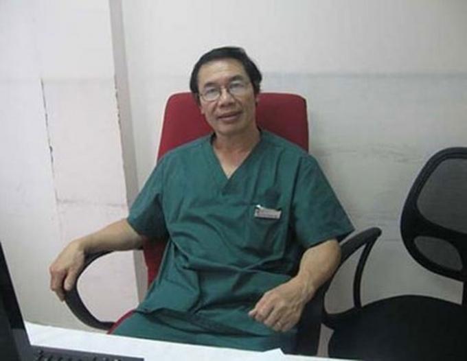 Tuy nhiên đến gần 23 giờ đêm 5/1 gia đình mới liên hệ với Bệnh viện Nam học và hiếm muộn Hà Nội.