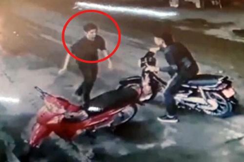 Hình ảnh nghi phạm (khoanh đỏ) được cơ quan điều tra công bố để truy tìm trước đó. Ảnh: CQĐT.