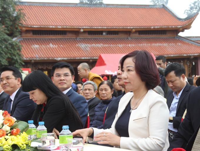 Bà Vũ Thị Thu Thủy, Phó Chủ tịch UBND tỉnh Quảng Ninh tham dự Lễ khai hội.