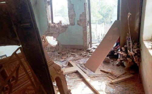 Ngôi nhà tan hoang sau tiếng nổ lớn.