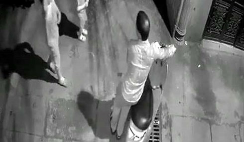 Hình ảnh người đàn ông nghi dâm ô trẻ em (hình ảnh cắt từ clip).