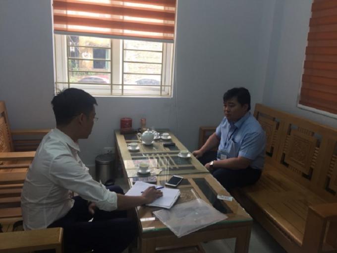 Ông Bùi Mạnh Linh-Phó chủ tịch UBND phường Hồng Gai làm việc với phóng viên Pháp luật Việt Nam (Phapluatplus.vn).