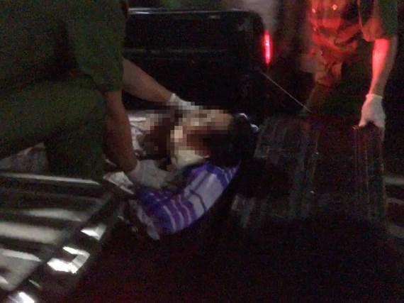 Nghi phạm Đang được đưa đi cấp cứu trong tình trạng nguy kịch.