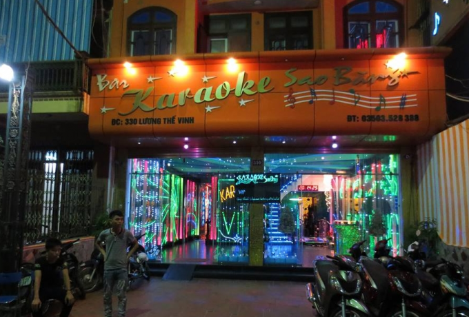 Vụ việc xảy ra gần khu vực quán karaoke Sao Băng khiến cho 1 người thiệt mạng và 2 người khác bị thương (ảnh: Người đưa tin).