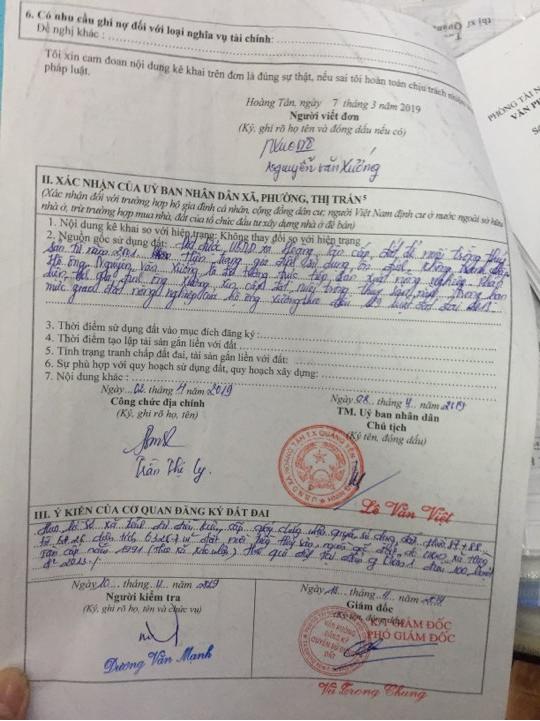 Xác nhận của UBND xã Hoàng Tân về việc xin cấp Giấy chứng nhận quyền sử dụng đất của hộ gia đình bà Định.