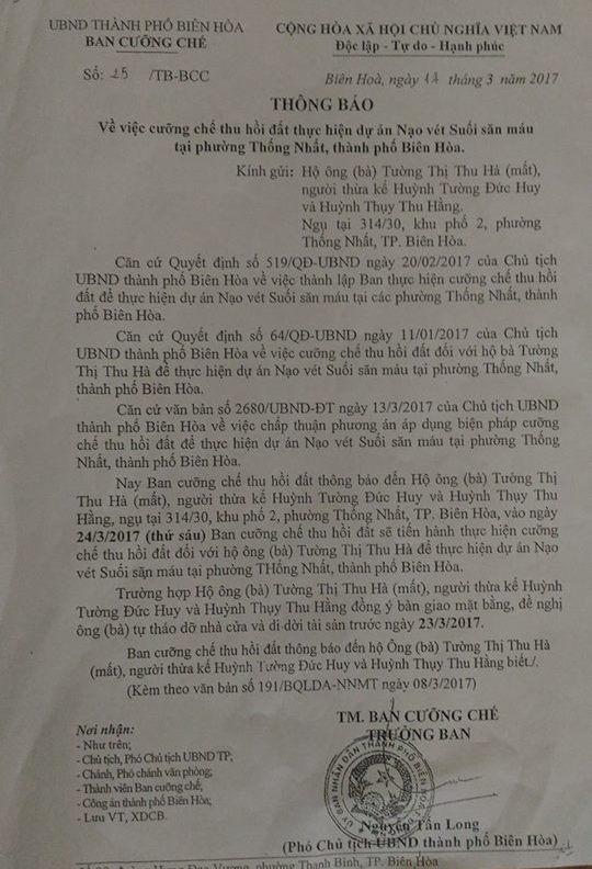Thông báo cưỡng chế của chính quyền đối với mảnh đất anh Huy, chị Thu Hằng sở hữu.