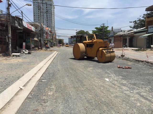 Từ mong ngóng đường được cải thiện thì nay dân đáng thất vọng vì cốt đường bị hạ thấp.