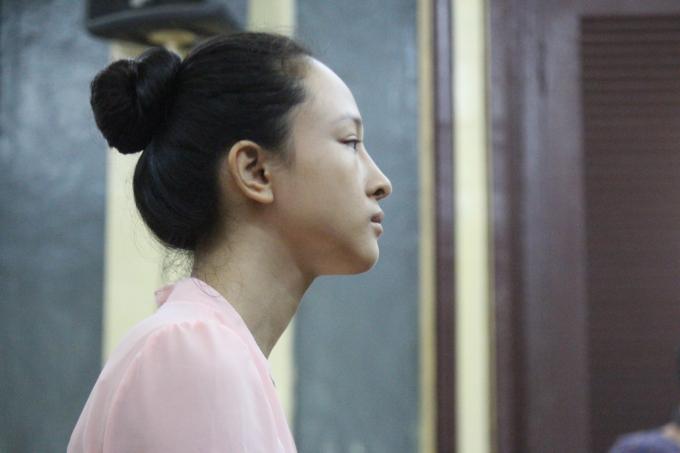Hoa hậu Phương Nga tại phiên tòa gày 26/6.