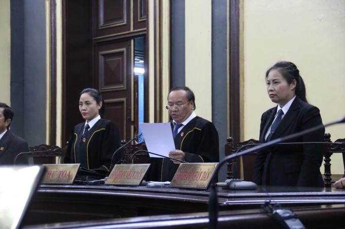 Hội đồng xét xử tuyên bố trả lại hồ sơ điều tra lại, Phương Nga được tại ngoại.