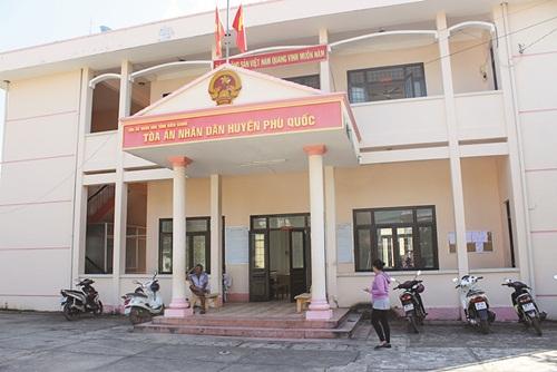 Tòaán huyện Phú Quốc bị tố ngâmán hơn 6 năm.