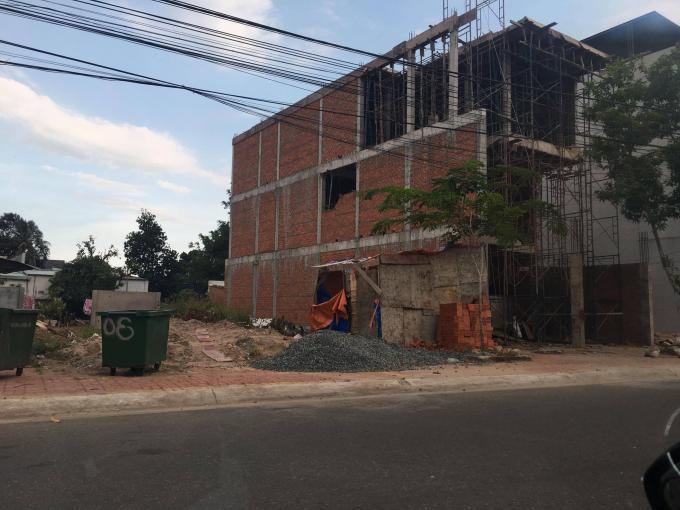 Công trình trên đất của ông Lương Trí Tiên vẫn đang được tiếp tục xây dựng.