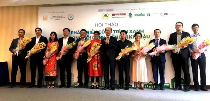 Hội thảoPhát triển Công trình xanh trong bối cảnh biến đổi khí hậu ở Việt Nam tổ chức tại TP HCM.