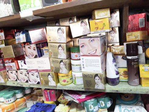 Rất nhiều hãng mỹ phẩm khác nhau ngoài thị trường, người tiêu dùng cần tỉnh táo lựa chọn.