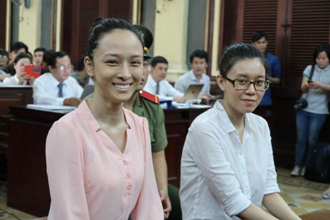 Cựu hoa hậu Phương Nga và Thùy Dung vui mừng khi nhận được quyết định tại ngoại.