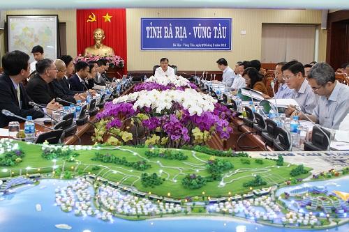 Lãnh đạo tỉnh Bà Rịa - Vũng Tàu nghe báo cáo phương án đầu tư dự án Vũng Tàu Marina City. (Ảnh: Cổng thông tin tỉnh Bà Rịa - Vũng Tàu)