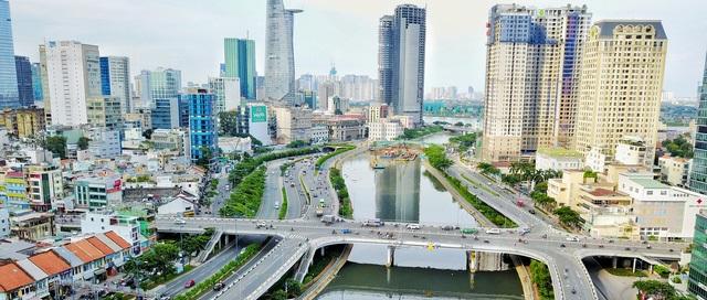 Bến Vân Đồn, quận 4 song song đại lộ Võ Văn Kiệt.