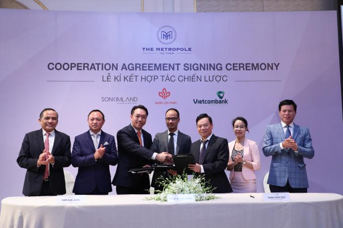 Lễ ký kết thoả thuận hợp tác giữa Quốc Lộc Phát, SonKim Land và Vietcombank.