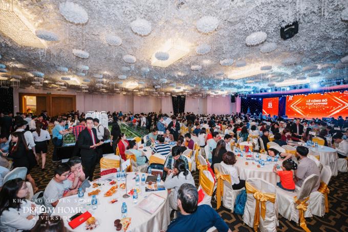 Khoảng 800 khách hàng tham dự sự kiện.