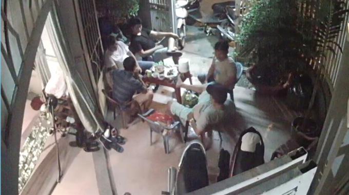 Nhóm người được cho là đang chiếm giữ nhà chị Kim.