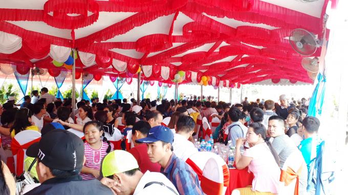 Đông đảo khách hàng tham dự buổi Lễ.