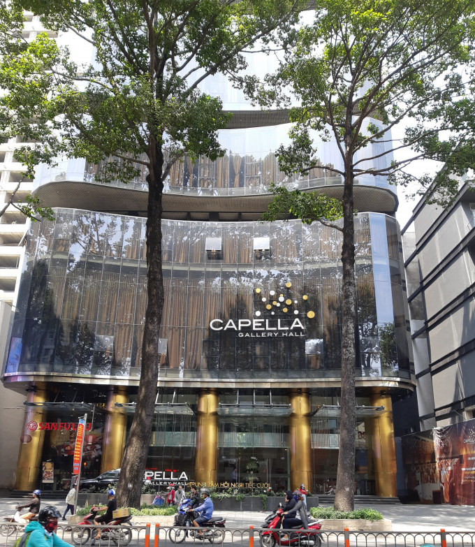 Capella Gallery Hall vừa bị đề nghị xử phạt vi phạm hành chính vì cơi nới sân thượng không có giấy phép của cơ quan chức năng.