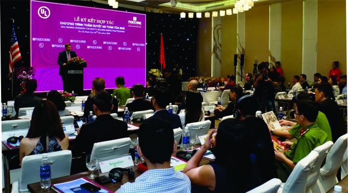 Ông Ian Steff - Quyền Trợ lý Bộ trưởng Bộ Thương Mại Hoa Kỳ đọc diễn văn khai mạc Lễ Ký kết.