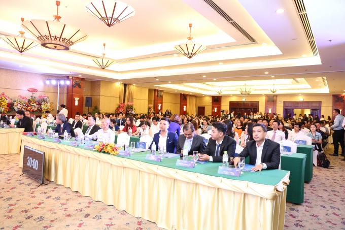 Hội thảo có sự tham gia của các chuyên gia kinh tế hàng đầu Việt Nam, các CEO lãnh đạo các tập đoàn kinh tế lớn trong nước.