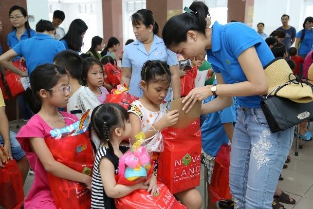Hoạt động tình nguyện chăm lo cho trẻ em có hoàn cảnh khó khăn tại Bà Rịa - Vũng Tàu.