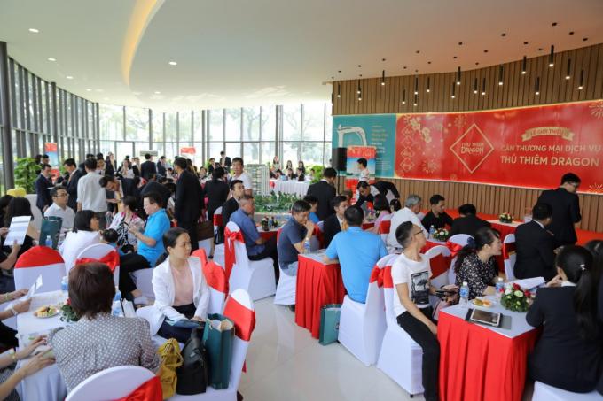 Khách hàng tham dự buổi lễ giới thiệu sản phẩm căn thương mại dịch vụ của dự án Thủ Thiêm Dragon quận 2.