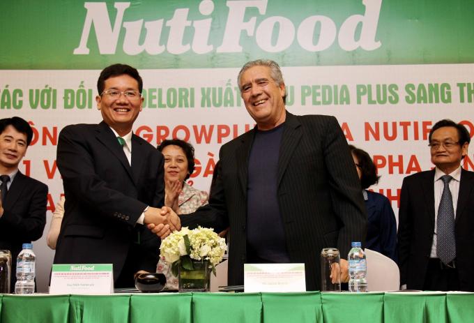Cái bắt tay ghi dấu nhất của NutiFood trong hành trình nâng tầm sản phẩm sữa do người Việt sản xuất ra, chính là câu chuyện hợp tác đưa sữa dinh dưỡng đặc trị PediaPLUS vào thị trường Mỹ.