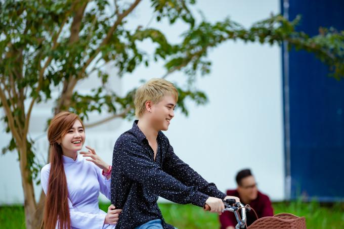 Cộng đồng mạng bất ngờ truyền tay nhau những cảnh quay trong MV mới của Lê Trọng Hiếu.