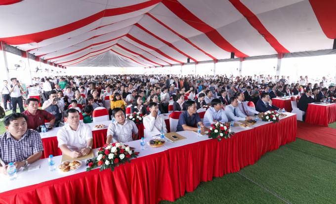 Lễ động thổ thu hút sự quan tâm của đông đảo khách hàng và người dân.