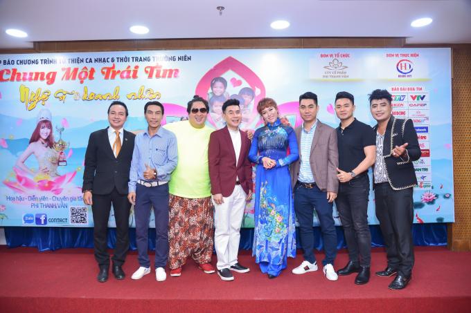 Đông đảo các nghệ sĩ và doanh nhân đã đến và đồng hành cùng Phi Thanh Vân trên con đường từ thiện đầy ắp tình người.