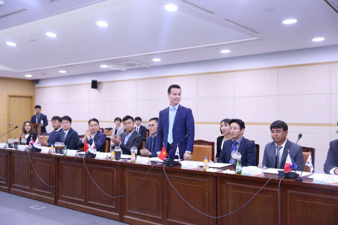 CEO Maxcos phát biểu trong hội nghị tại Hàn Quốc.
