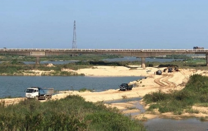 Bãi cát tổ 6, phường Lê Hồng Phong, TP Quảng Ngãi, nơi Công ty Phát Đạt đã lợi dụng phục vụ dự án Khu dân cư Bàu Cả để bán cát ra ngoài.