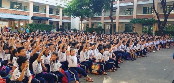 Các em học sinh tỏ ra vô cùng hào hứng với sự kiện này.
