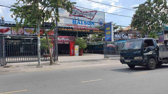 Khu nhà hàng Hải Sơn được xác định xây dựng công trình không phép nhưng hiện vẫn chưa bị xử lý.